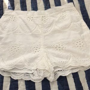 Cupcake and cashmere eyelet scallop shorts size 4